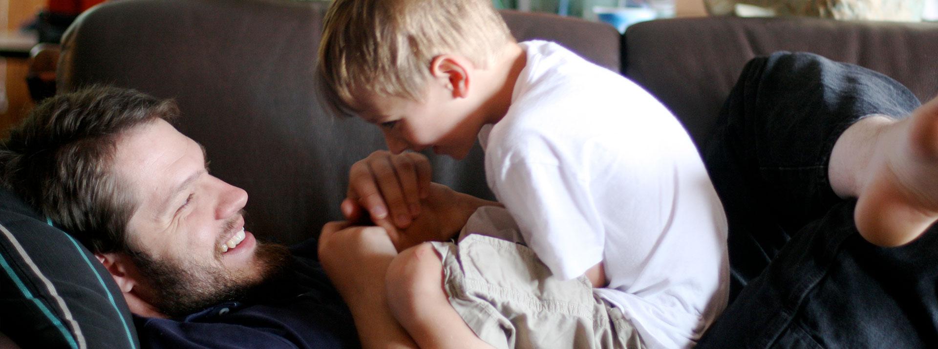 Сын сосает отца, Отец делает минет своему сыну 14 фотография